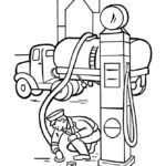 Бензовоз на заправке топлива