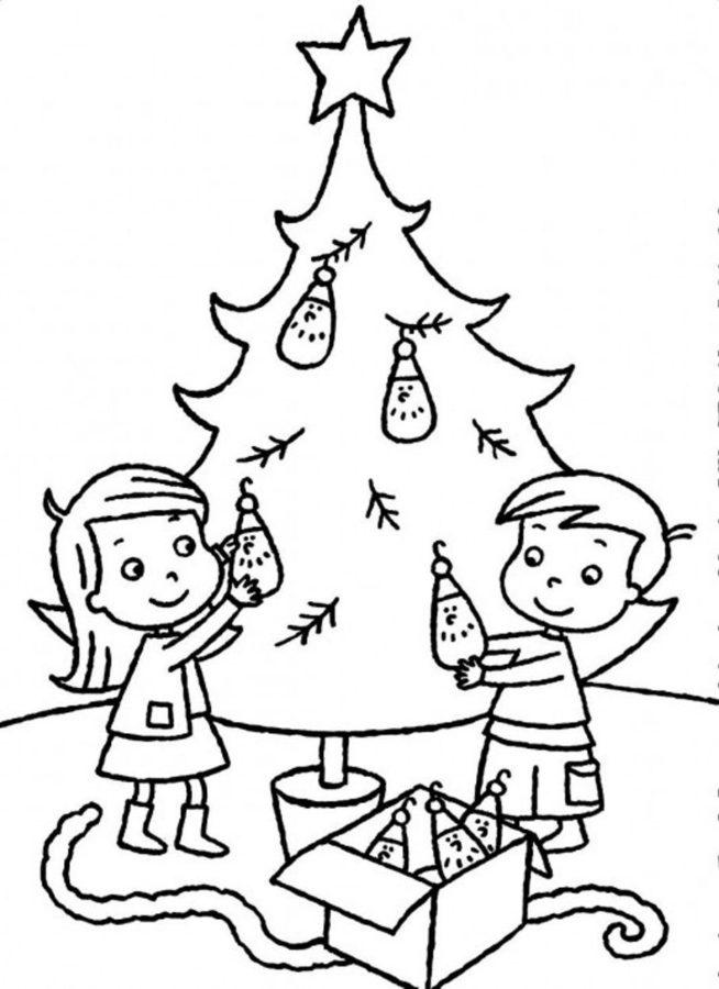 Дети наряжают ёлку раскраска